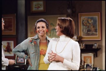 mary tyler moore show valerie harper and mary tyler moore on set